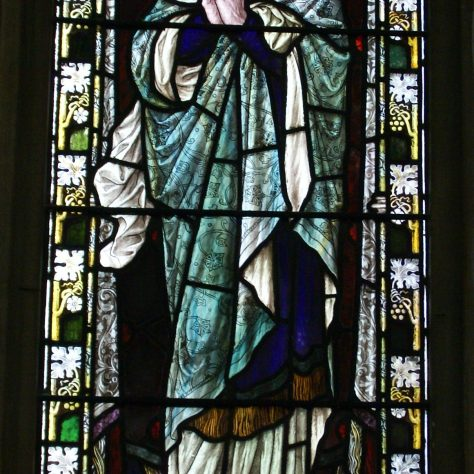Stained glass featuring Elizabeth at prayer | WMC