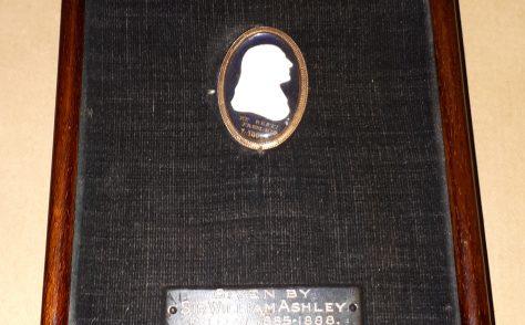 Miniature cameo